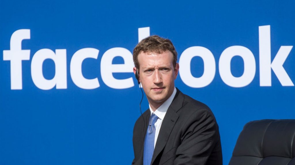 Facebook asks oversight board for final decision on Trump's account (cbsnews.com)