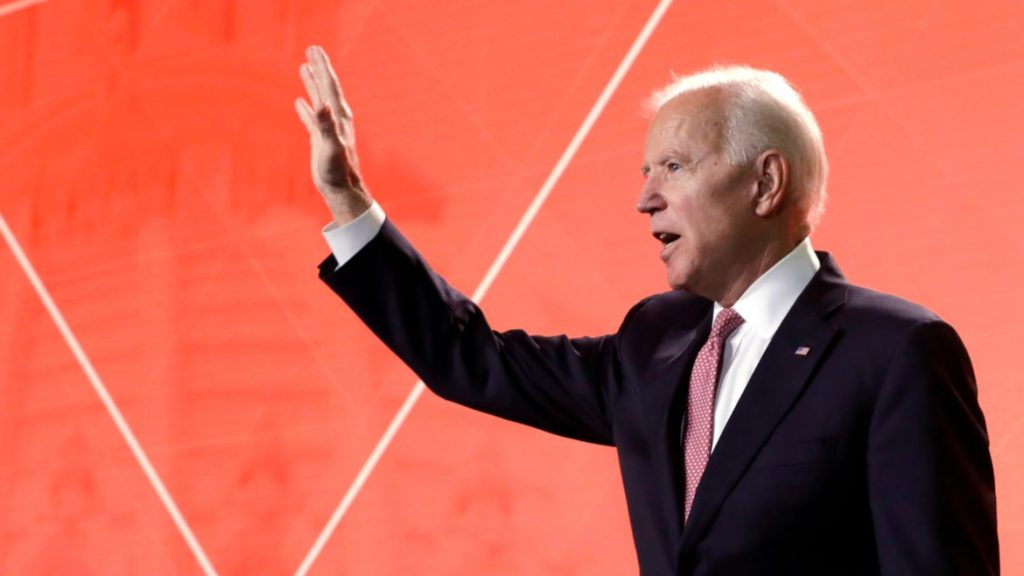 Biden's In, Betting Big That the Democratic Center Still Holds (thedailybeast.com)