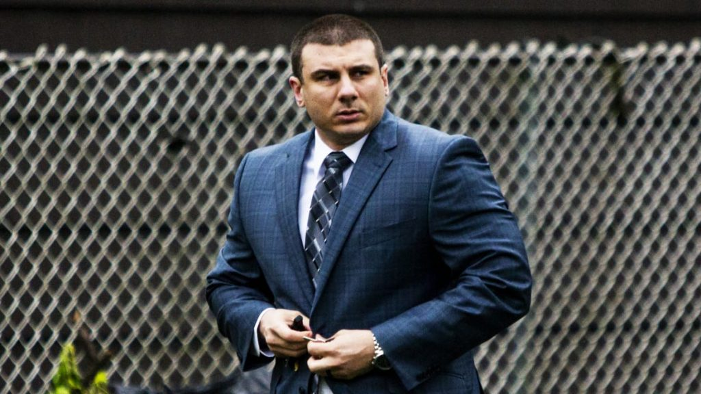 NYPD Finally Fires Daniel Pantaleo, the Violent Cop Who Choked Eric Garner to Death (thedailybeast.com)
