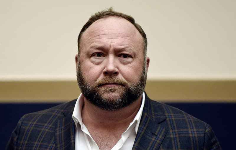 Alex Jones gets warning from FDA for pushing phony coronavirus cures online (rdtdaily.com)