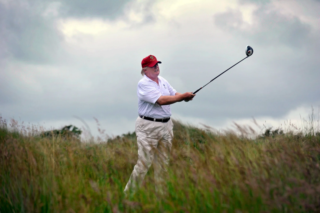 WHITE HOUSE BUSTED  For Claiming Trump Is Negotiating COVID Bill But He Is Golfing (politicususa.com)