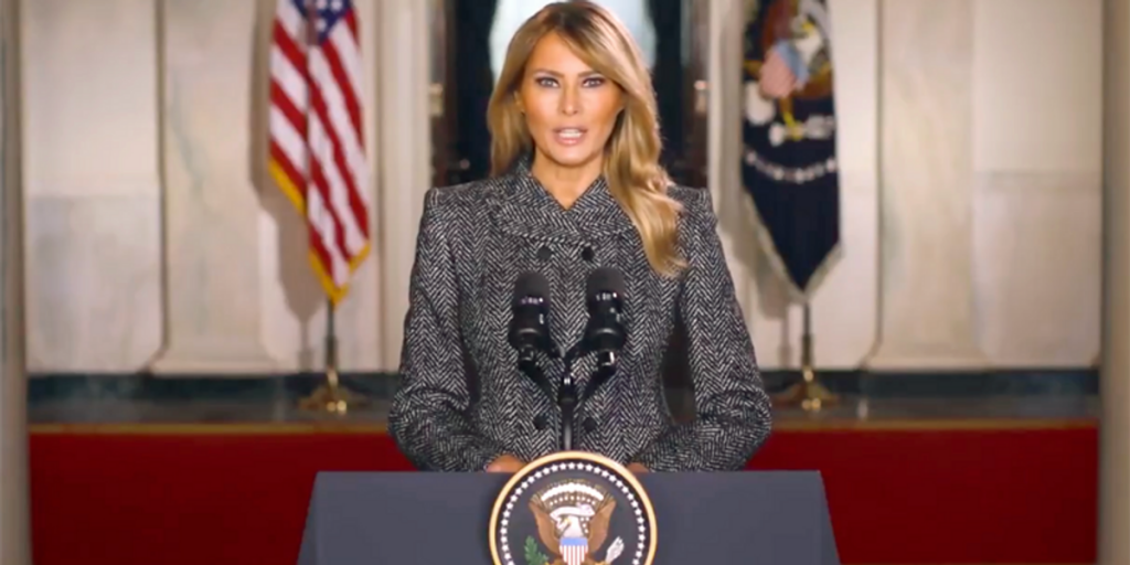 Melania Trump made an underling write her own thank-you notes for White House residence staff: report (rawstory.com)