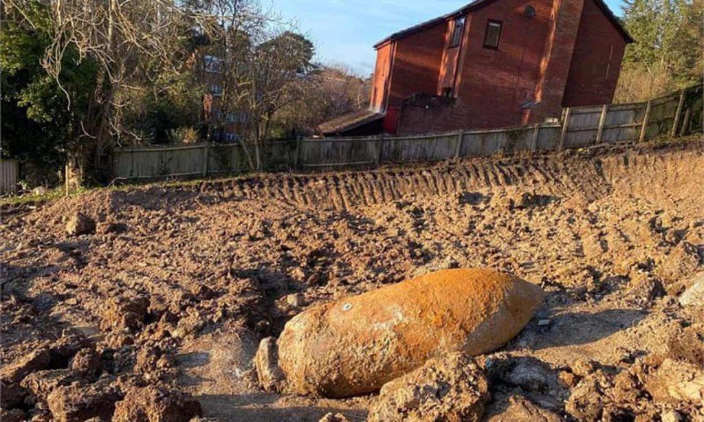 Second world war bomb detonation damages buildings in Exeter (theguardian.com)