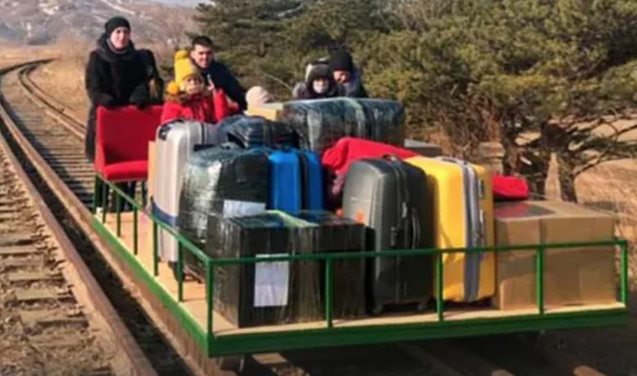 Russian diplomats leave North Korea on hand-powered rail trolley – video (theguardian.com)