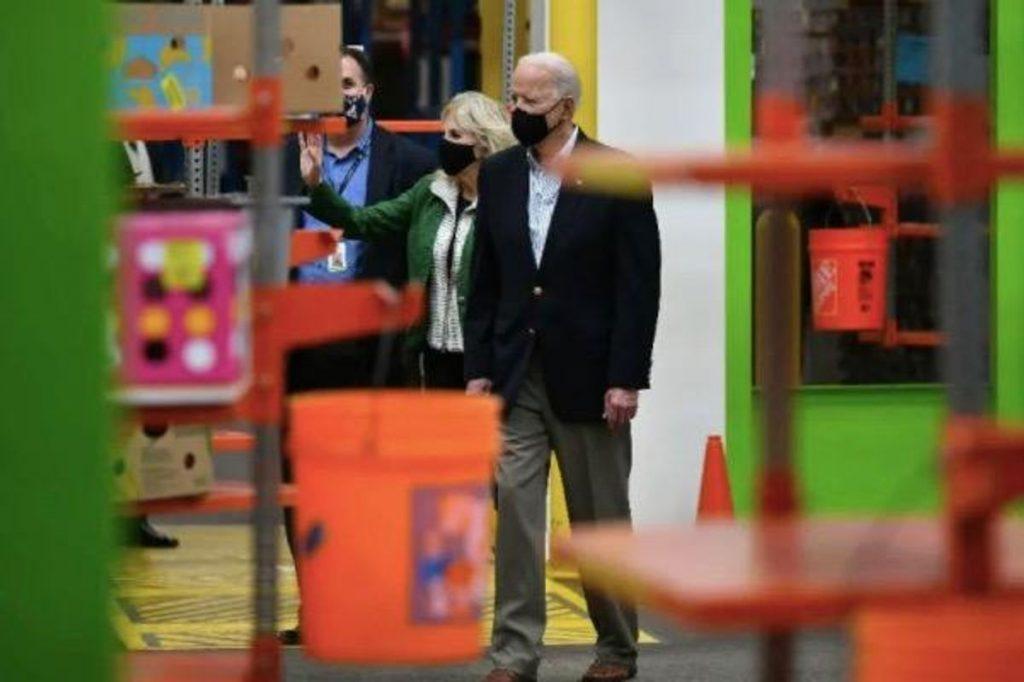 Joe Biden tours Texas storm relief efforts (rawstory.com)
