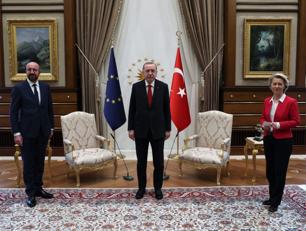 Ursula Von der Leyen snubbed in chair gaffe at EU-Erdoğan talks (theguardian.com)