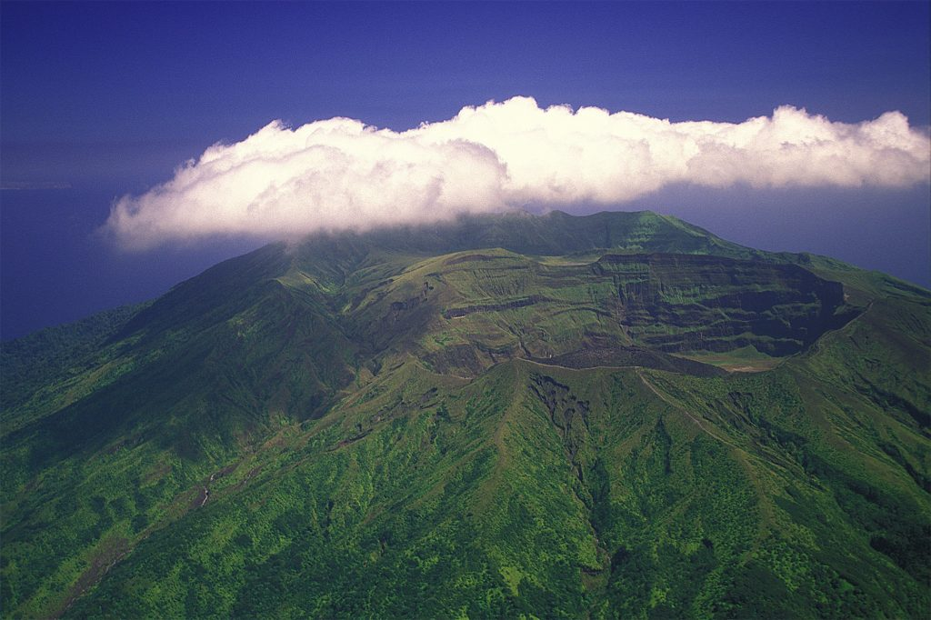 Explosive eruption rocks volcano on Caribbean's St. Vincent (apnews.com)