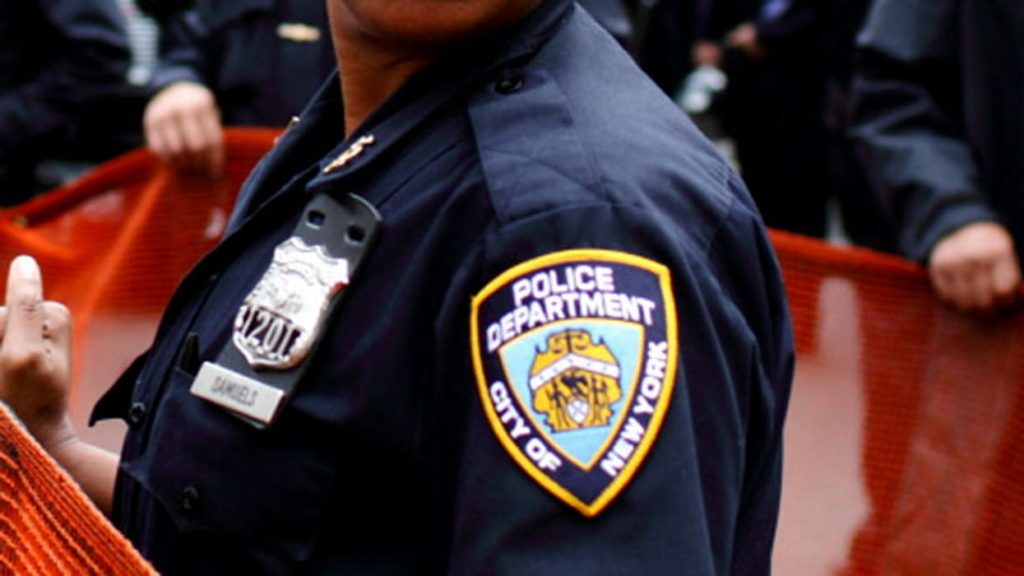 3 NYPD officers arrested in kickback and bribery scheme (rawstory.com)
