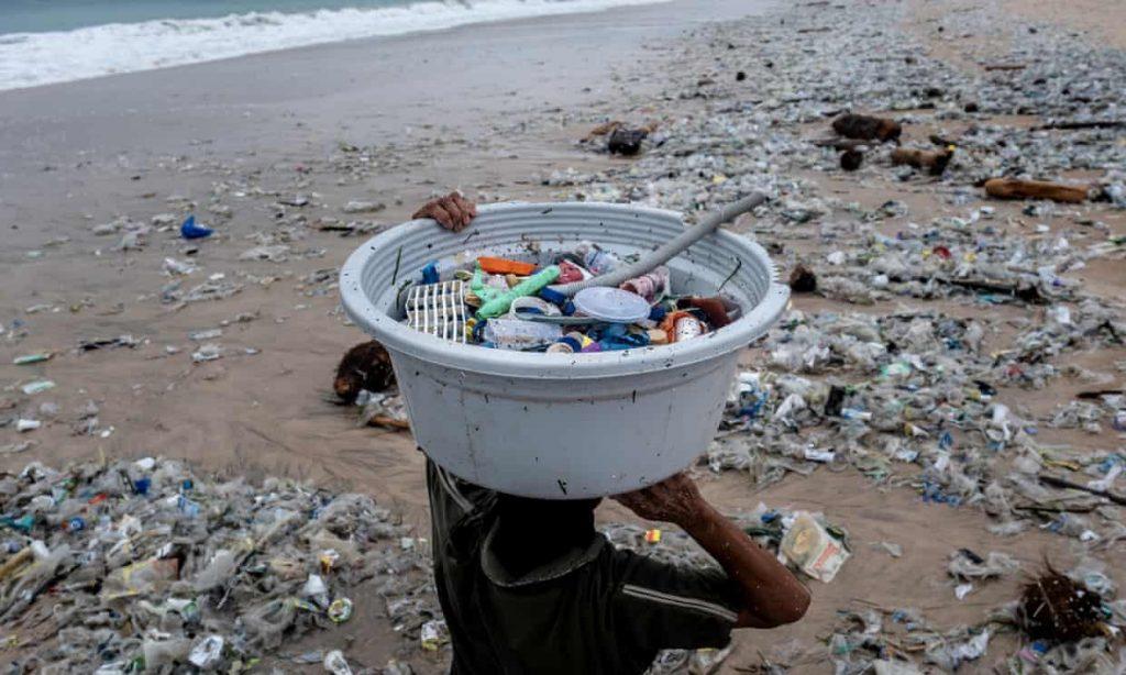 Twenty firms produce 55% of world's plastic waste, report reveals (theguardian.com)