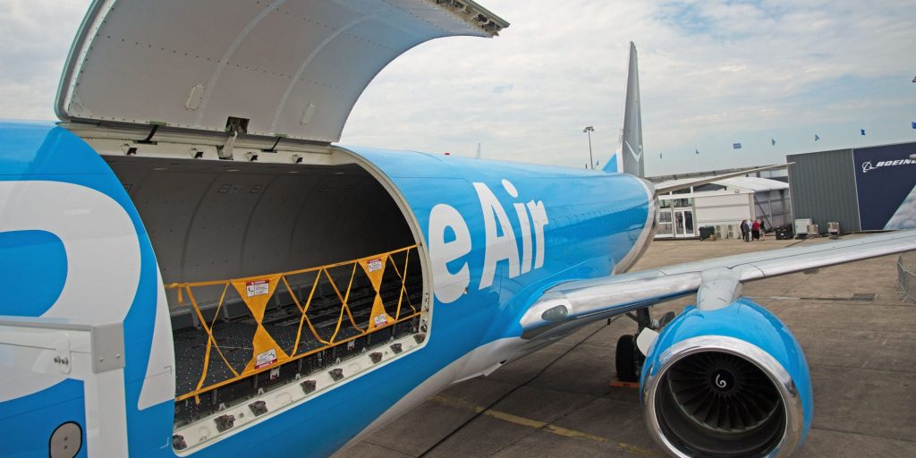 Take a look inside an Amazon Air Boeing 737, the latest weapon in Jeff Bezos' master plan to win the delivery wars (businessinsider.com)