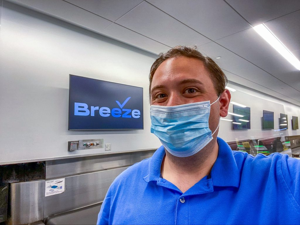 I flew on Breeze, the 'tech company that happens to fly airplanes' from JetBlue founder David Neeleman, and found it surprisingly low-tech (businessinsider.com)