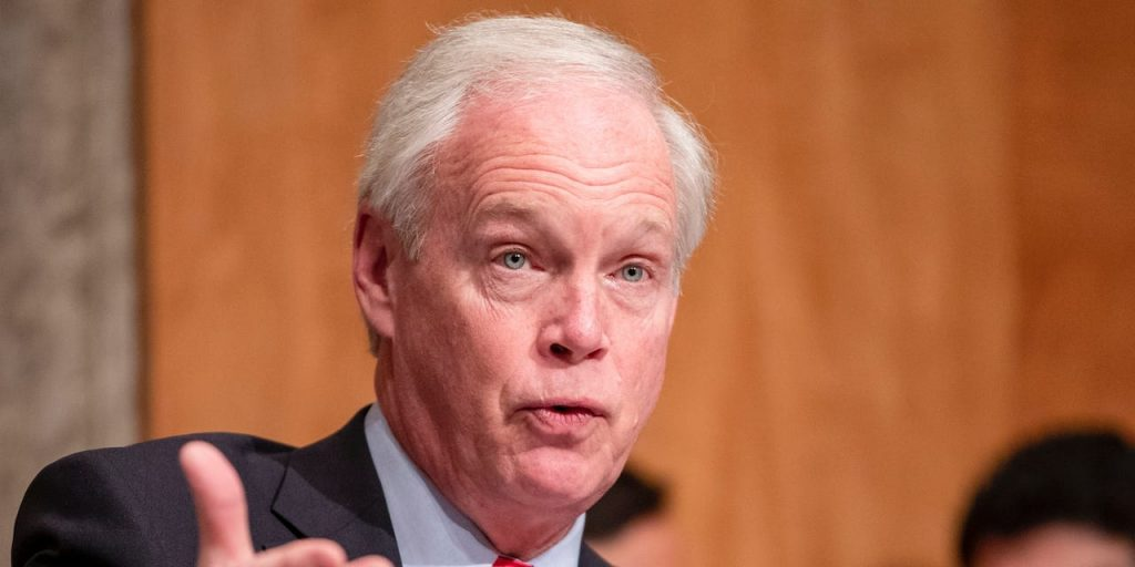 Sen. Ron Johnson mouths to GOP group that climate change is 'bullsh–' just weeks before deadly heat wave (businessinsider.com)