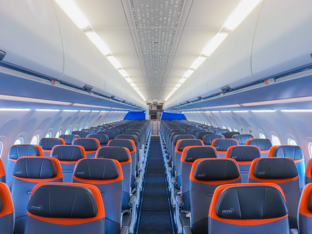 I went on JetBlue's newest aircraft, the Airbus A321neoLR, that's taking flyers to Europe next month and now I'm ready to book a ticket (businessinsider.com)