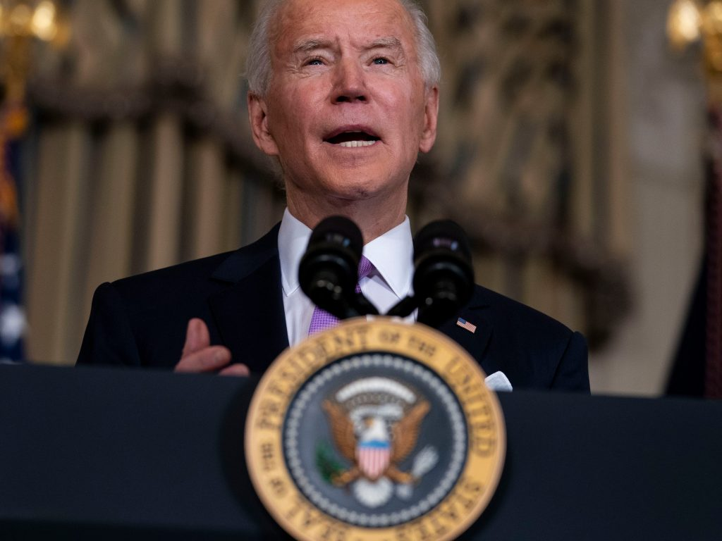 Biden's executive order aims to stop businesses suppressing workers' wages (businessinsider.com)