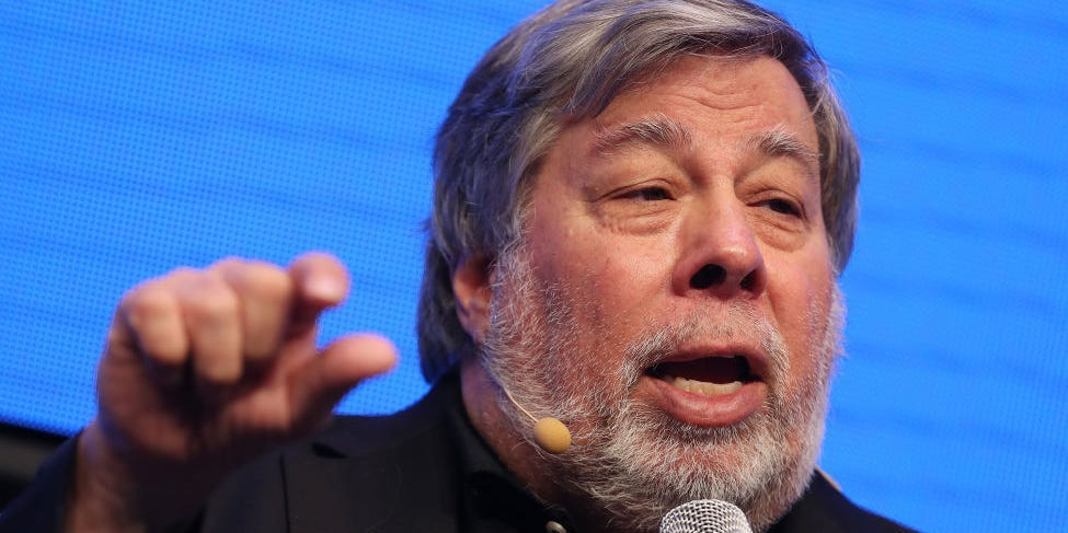Apple co-founder Steve Wozniak says he's 'totally supportive' of tech users right to fix their gadgets, which Apple has been lobbying against (businessinsider.com)