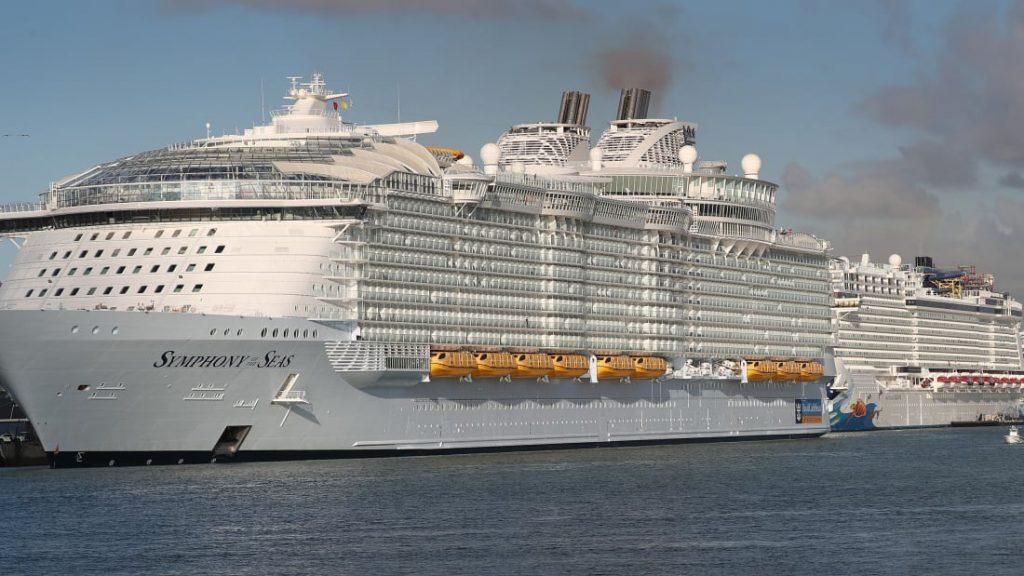Cruise lines defy DeSantis in Florida (amp.freep.com)