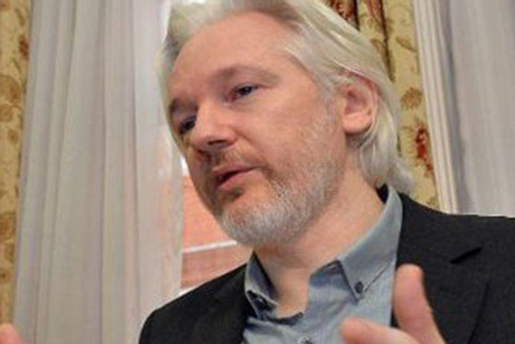 Wikileaks founder Julian Assange stripped of Ecuadorian citizenship (rawstory.com)