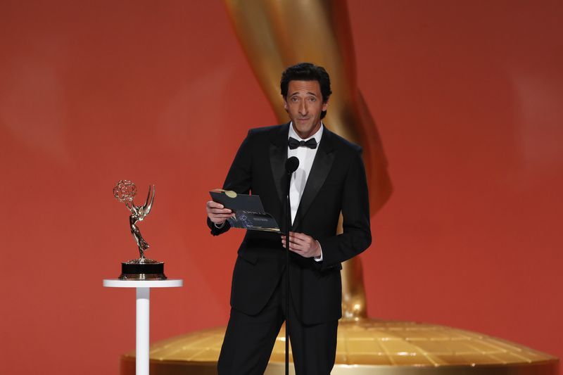White artists sweep acting awards at Emmys despite record nominations for people of color (nydailynews.com)