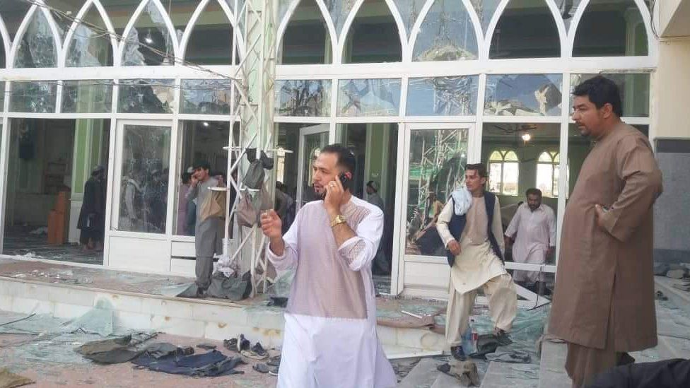 Afghanistan in chaos: Suicide attack hits Kandahar mosque during prayers (bbc.com)